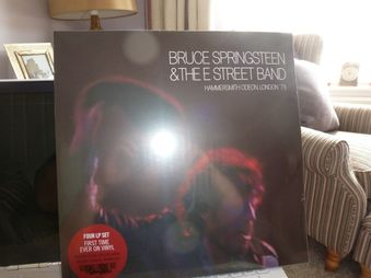 Bruce Springsteen & The E Street Band* ‎– Hammersmith Odeon, London '75 Label: Sony Music ‎– 88985387091, Columbia ‎– 88985387091