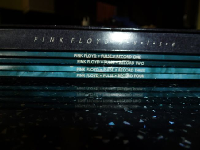 Pink  Floyd ‎– Pulse  Label: EMI United Kingdom ‎– 7243 8 32700 1 9, EMI United Kingdom ‎– EMD 1078 Format: 4 × Vinyl, LP, Album Box Set